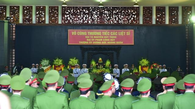 Thủ tướng viếng 3 liệt sĩ hy sinh ở Đồng Tâm - 7