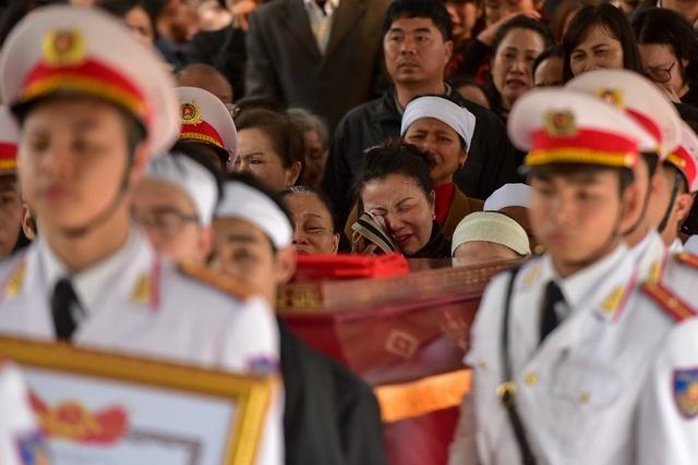 Thủ tướng viếng 3 liệt sĩ hy sinh ở Đồng Tâm - 1