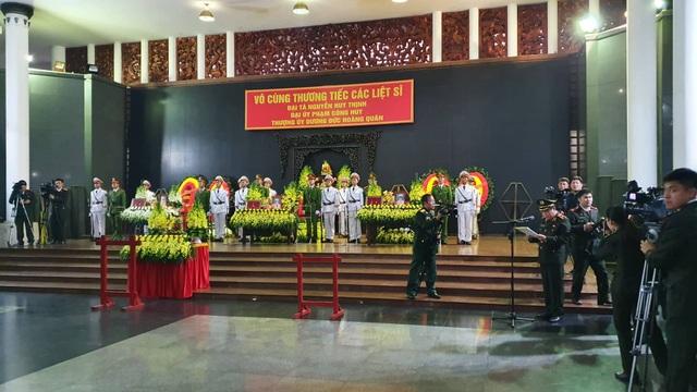 Thủ tướng viếng 3 liệt sĩ hy sinh ở Đồng Tâm - 41
