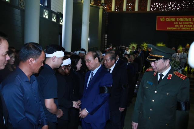 Thủ tướng viếng 3 liệt sĩ hy sinh ở Đồng Tâm - 20
