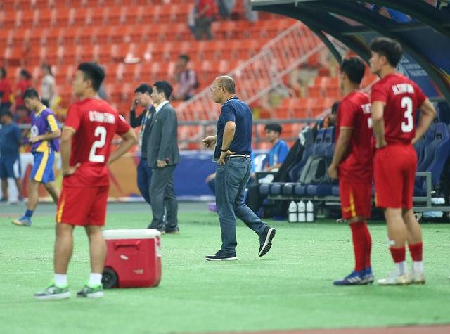 HLV Park Hang Seo lặng lẽ rời sân sau trận thua U23 Triều Tiên - 5