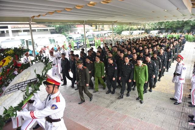 Thủ tướng viếng 3 liệt sĩ hy sinh ở Đồng Tâm - 38
