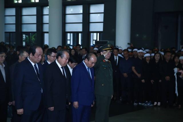 Thủ tướng viếng 3 liệt sĩ hy sinh ở Đồng Tâm - 16