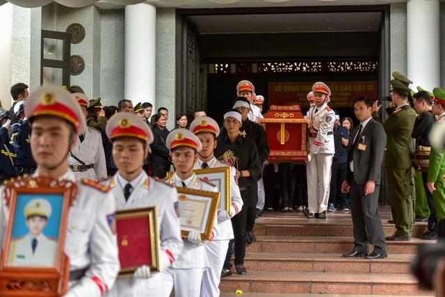 Thủ tướng viếng 3 liệt sĩ hy sinh ở Đồng Tâm - 10