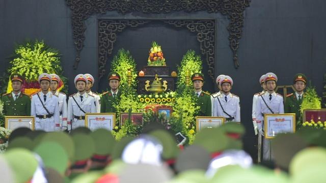 Thủ tướng viếng 3 liệt sĩ hy sinh ở Đồng Tâm - Ảnh minh hoạ 6