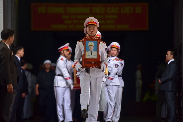 Thủ tướng viếng 3 liệt sĩ hy sinh ở Đồng Tâm - 8