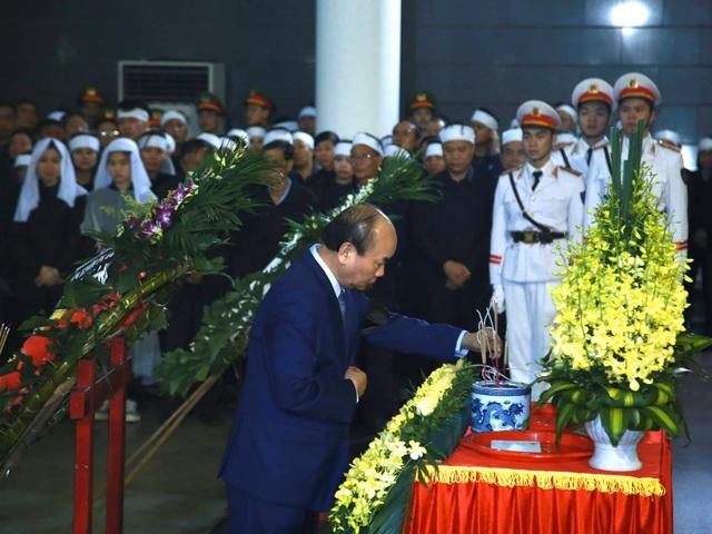 Thủ tướng viếng 3 liệt sĩ hy sinh ở Đồng Tâm - 17