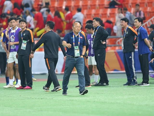 HLV Park Hang Seo lặng lẽ rời sân sau trận thua U23 Triều Tiên - 4