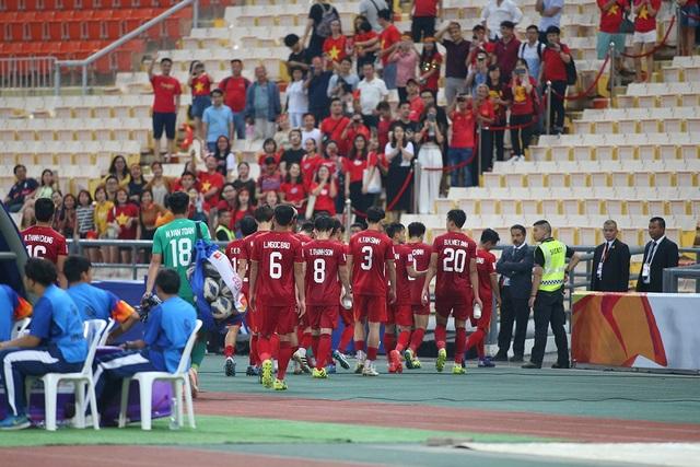 HLV Park Hang Seo lặng lẽ rời sân sau trận thua U23 Triều Tiên - 11