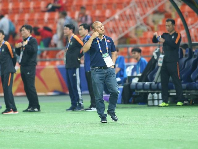 HLV Park Hang Seo lặng lẽ rời sân sau trận thua U23 Triều Tiên - 7