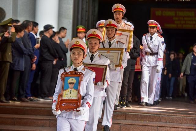 Thủ tướng viếng 3 liệt sĩ hy sinh ở Đồng Tâm - 9