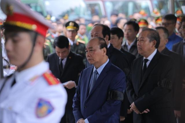 Thủ tướng viếng 3 liệt sĩ hy sinh ở Đồng Tâm - 15