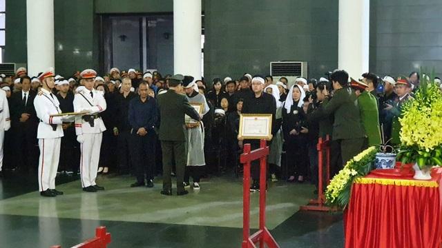 Thủ tướng viếng 3 liệt sĩ hy sinh ở Đồng Tâm - 43
