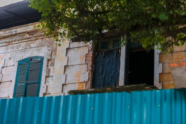 Kiến trúc Pháp cổ của căn biệt thự bỏ hoang, nằm giữa đất vàng ở Hà Nội - 5