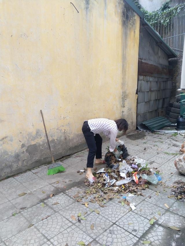 Phó Hiệu trưởng trường ĐH Bách khoa Hà Nội hăng say đi nhặt rác - 5