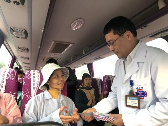 Hạnh phúc ngày về nhà ăn Tết trên chuyến xe yêu thương dành cho bệnh nhân ung thư - 5