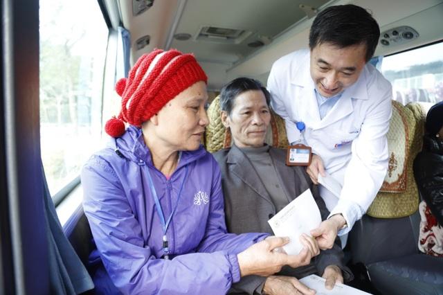 Hạnh phúc ngày về nhà ăn Tết trên chuyến xe yêu thương dành cho bệnh nhân ung thư - 4