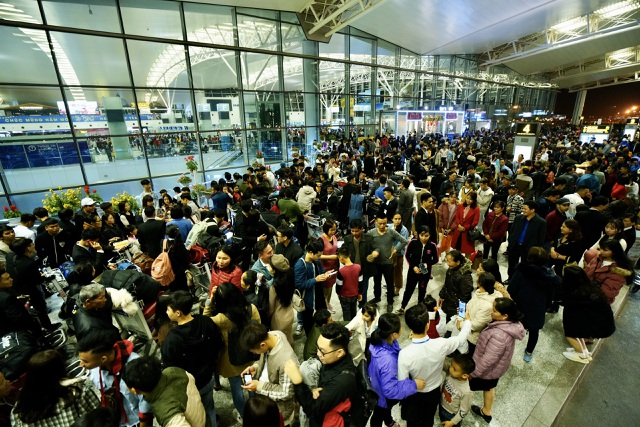Sân bay Nội Bài quá tải dịp Tết, khuyến cáo hành khách đến sớm 3 tiếng - 1