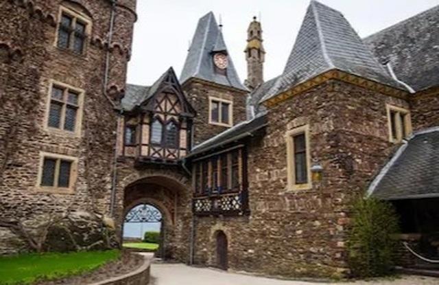 Ngắm tòa lâu đài tráng lệ hơn 1000 năm tuổi - 2