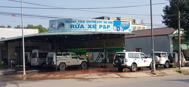 Quảng Trị:  Nghề rửa xe kiếm bộn tiền ngày cận Tết - 1