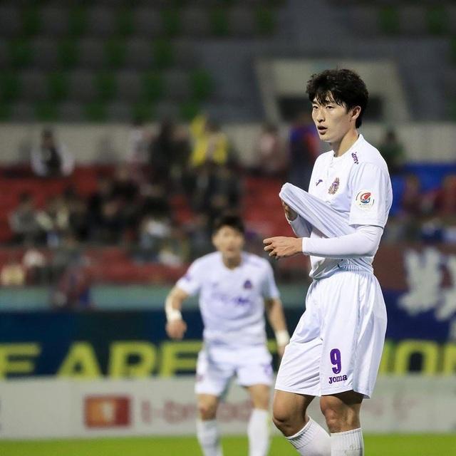 Tiền đạo U23 Hàn Quốc có cơ bụng 6 múi, đẹp như diễn viên điện ảnh - 3