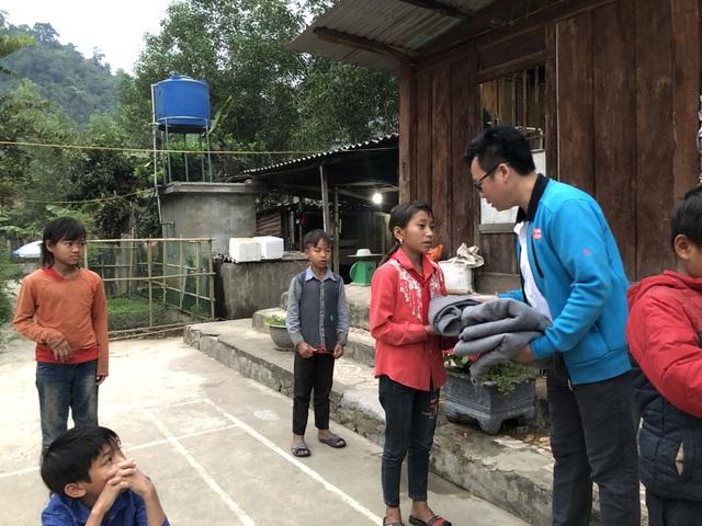 100 em nhỏ vùng biên giới Nghệ An được báo Dân trí tặng áo ấm giữa những ngày đông - 4