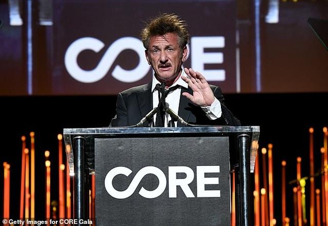 Sean Penn dự sự kiện cùng bạn gái kém 32 tuổi - 2