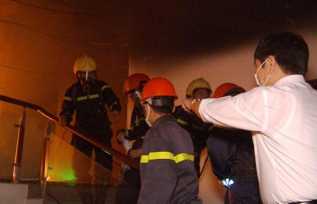 Nhường mặt nạ phòng độc cứu người, 3 chiến sĩ chữa cháy bị thương - 3