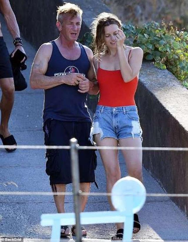 Sean Penn dự sự kiện cùng bạn gái kém 32 tuổi - 4