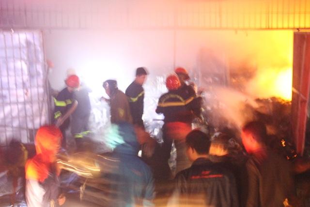 Cửa hàng bán đồ tết cháy dữ dội, thiệt hại hơn 3 tỷ đồng - 1