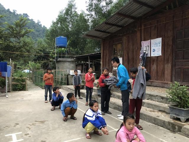 100 em nhỏ vùng biên giới Nghệ An được báo Dân trí tặng áo ấm giữa những ngày đông - 6