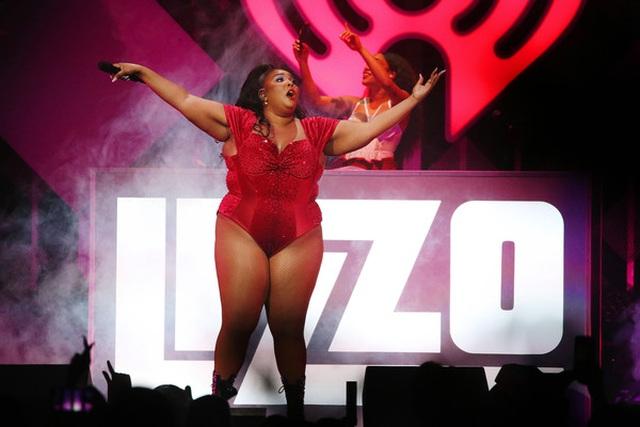 Ca sĩ giành 8 đề cử Grammy diện áo tắm khoe thân hình đồ sộ - 5