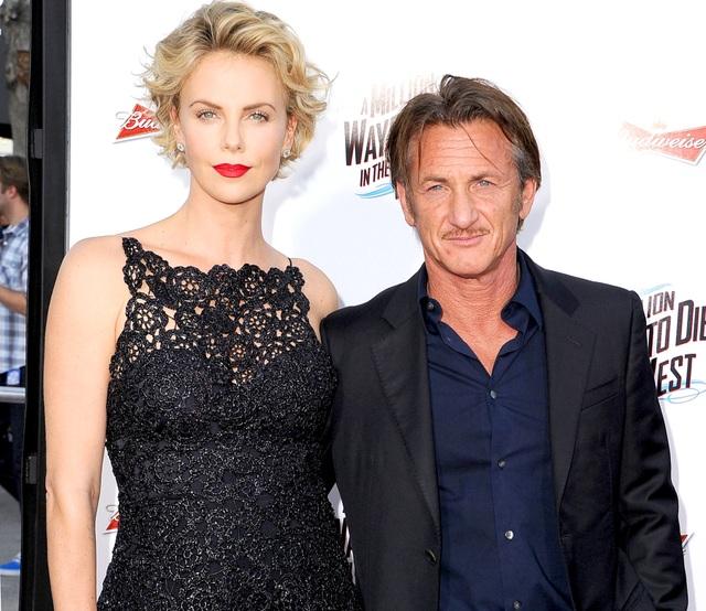 Sean Penn dự sự kiện cùng bạn gái kém 32 tuổi - 9