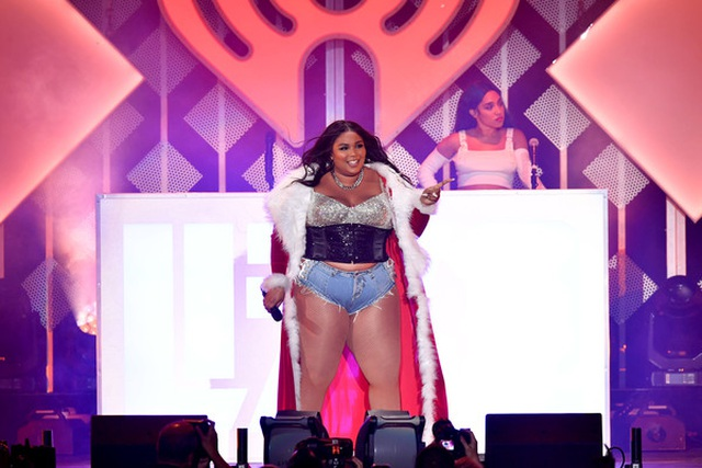 Ca sĩ giành 8 đề cử Grammy diện áo tắm khoe thân hình đồ sộ - 8