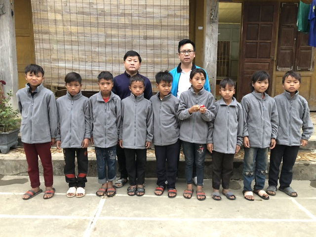 100 em nhỏ vùng biên giới Nghệ An được báo Dân trí tặng áo ấm giữa những ngày đông - 7