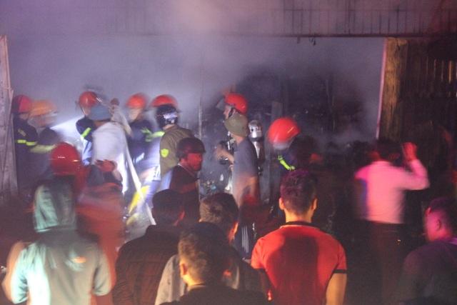 Cửa hàng bán đồ tết cháy dữ dội, thiệt hại hơn 3 tỷ đồng - 2