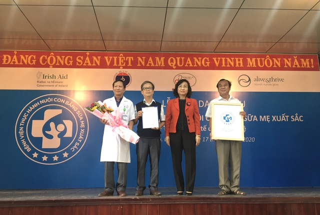 """Đà Nẵng: Bệnh viện tuyến quận đạt danh hiệu """"bệnh viện thực hành nuôi con bằng sữa mẹ xuất sắc"""" - 1"""