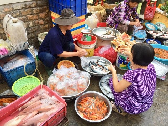 """TP.HCM: Dân buôn """"hét giá"""" cá chép trong ngày đưa ông Táo chầu trời - 2"""