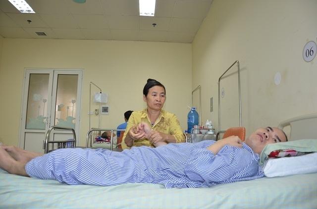 Người mẹ chăm con bị tai nạn nghẹn ngào: Họ là người xa lạ nhưng giúp đỡ tôi như người nhà - 1