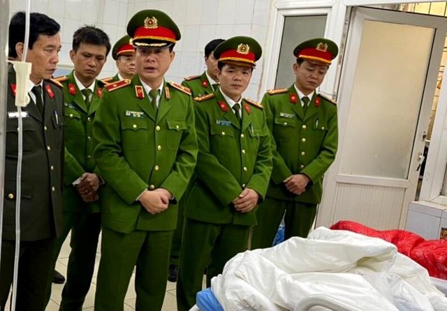 Nhường mặt nạ phòng độc cứu người, 3 chiến sĩ chữa cháy bị thương - 7