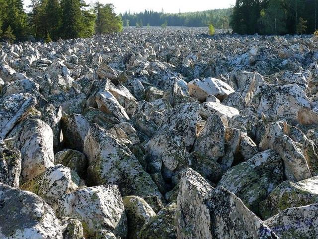 Dòng sông … không có nước suốt ngàn năm - 1
