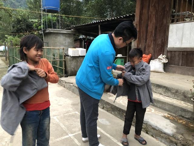 100 em nhỏ vùng biên giới Nghệ An được báo Dân trí tặng áo ấm giữa những ngày đông - 5