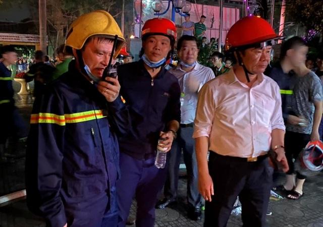 Nhường mặt nạ phòng độc cứu người, 3 chiến sĩ chữa cháy bị thương - 4