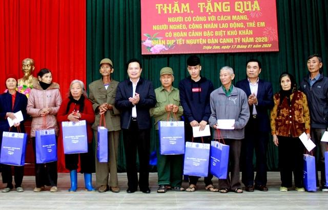 Bộ LĐ-TBXH: Tặng 285 suất quà Tết tại Thanh Hóa - 1