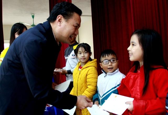 Bộ LĐ-TBXH: Tặng 285 suất quà Tết tại Thanh Hóa - 2
