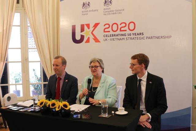 """Thứ trưởng Ngoại giao Anh: """"2020 là năm tuyệt vời cho Việt Nam"""" - 1"""