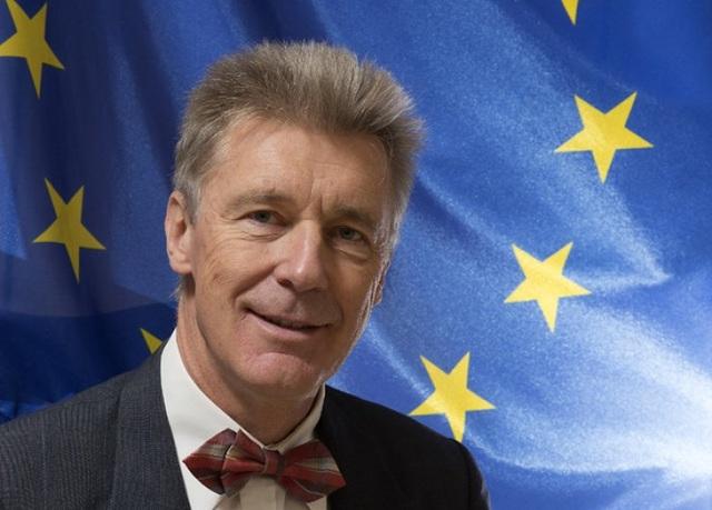 Cựu Đại sứ EU bị nghi làm gián điệp cho Trung Quốc - 1
