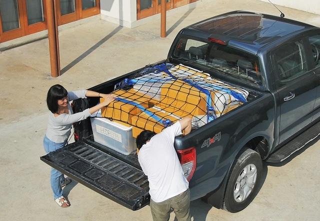 Cách xếp đồ đạc, hành lí gọn gàng và an toàn trên thùng xe bán tải - 3