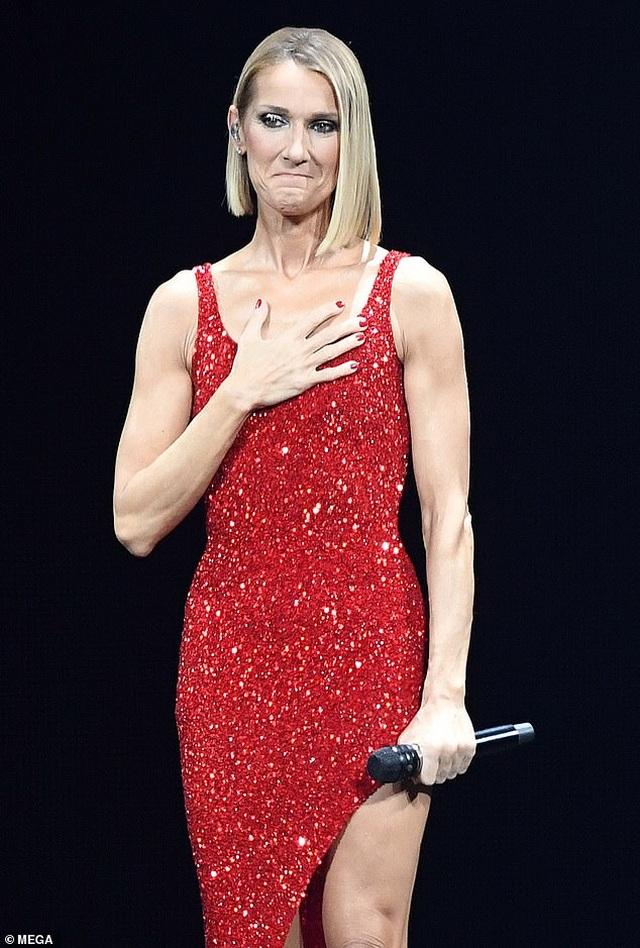 Celine Dion rớm lệ khi biểu diễn ngay sau khi mẹ qua đời - 1