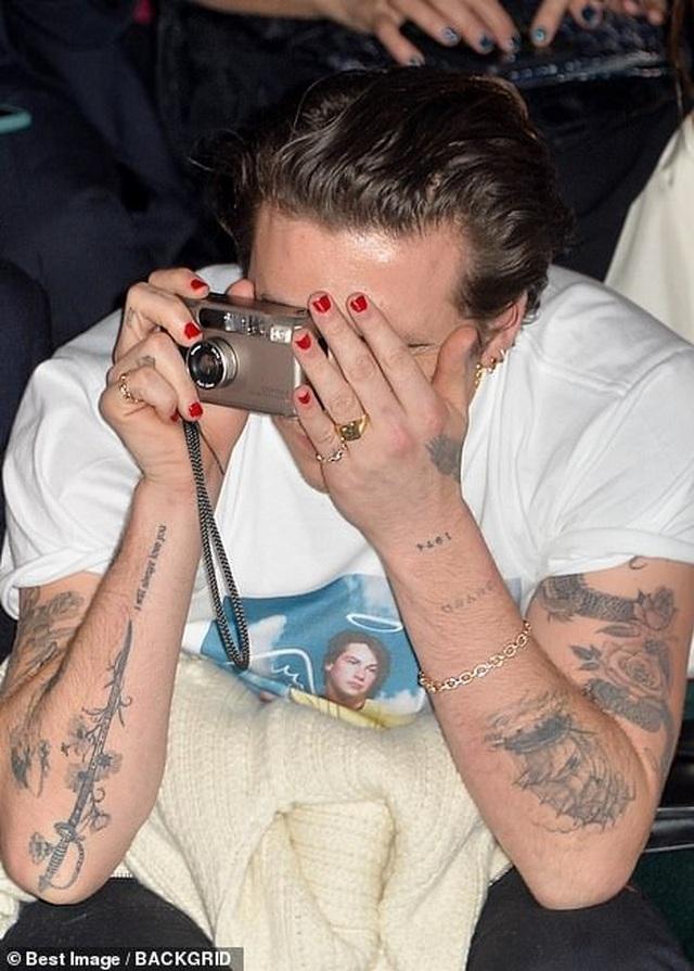 Gia đình Beckham nổi bật khi đi xem show thời trang - 2